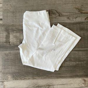 Lululemon white capri mid-waist exercise leggings